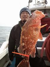 """Photo: 「シケ男」を卒業した""""タケダさん""""はBIGなアラカブ! ・・・今日シケてますが。出航できただけOK?かな。"""