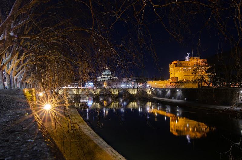 Roma - lungo tevere notturno di Foto_amatore