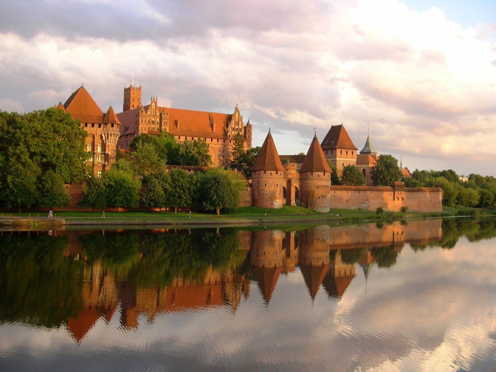 malbork castle surrounded by water large palace poland