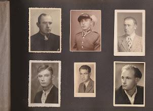 Photo: Rodzina Aksamitów. U góry od lewej Jan Aksamit , Szczepan Aksamit , Franciszek Aksamit. Na dole od lewej Stanisław Aksamit , Stefan Aksamit , Kazimierz Aksamit.  Zdjęcie udostępnione prze P.Ewe Aksamit.