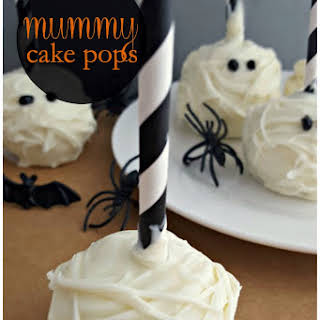 Halloween Mummy Cake Pops.