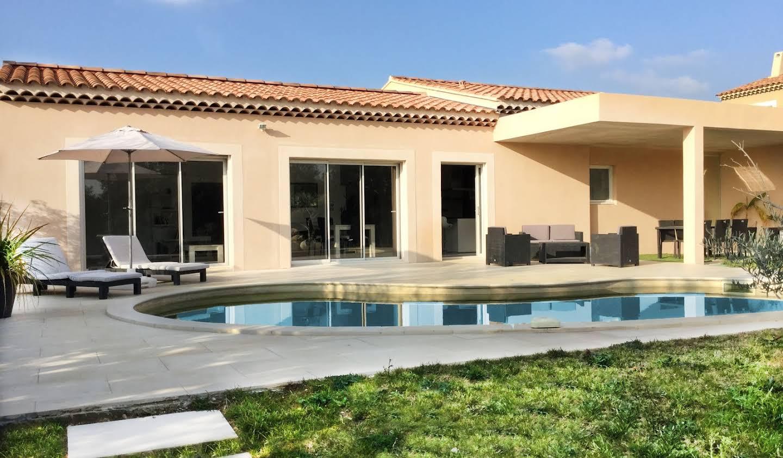 Villa avec jardin et terrasse Aureille