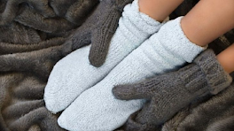 4 Home Treatments for Cold Hands and Feet