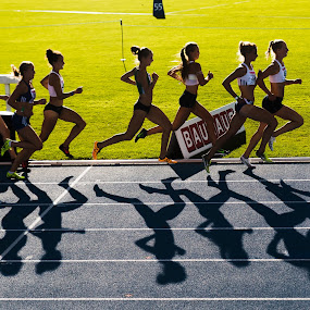 Backlit 800 m-race by Håkan Bley - Sports & Fitness Running ( sweden, trackandfield, athletics, backlight, sports, women, championships )