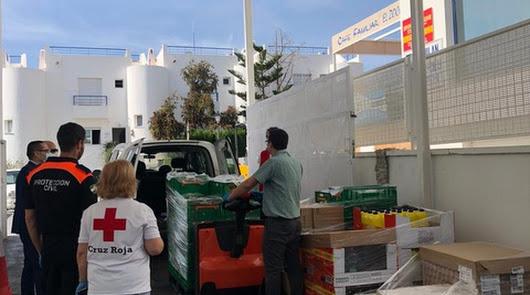 Mercadona Mojácar dona un lote de alimentos a la Cruz Roja