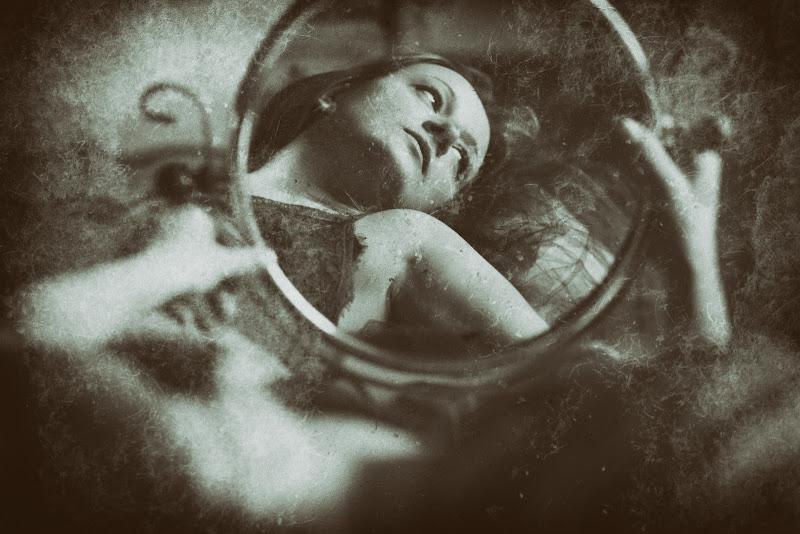 La coscienza e' uno specchio... di Delia-B
