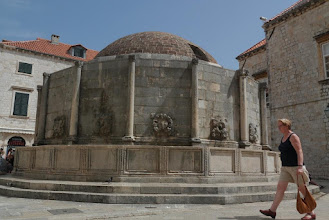 Photo: Big Onofrio fountain, popular meeting place inside Dubrovnik old town