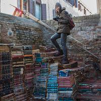 una scala di libri di