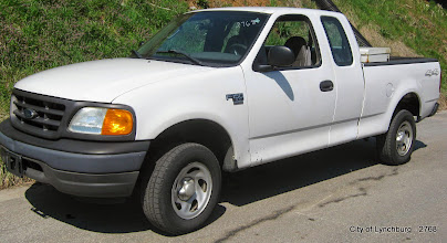 Photo: Lot 11 - (2768-1/7) - 2004 Ford F150 1/2 Ton Ext Cab Pickup - 106,876 miles