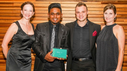 Axiz collects Distributor of the Year award.