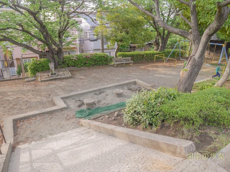 石名坂公園 スロープと砂場