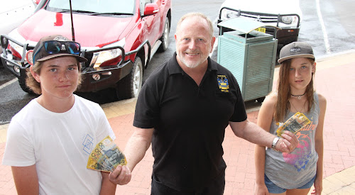 WINNERS: Narrabri Chamber of Commerce president Russell Stewart hands out the $200 first prize to men's winner Jono Davies and women's winner Trinity Palmer.