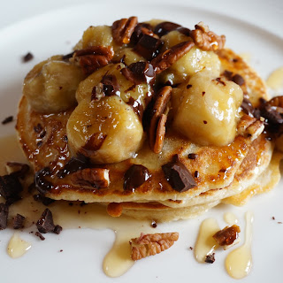 Honey-Drizzled Vanilla Bean Pancakes & Caramelised Bananas