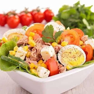 Low Calories Salad With Tuna, Egg And Tomatoes.