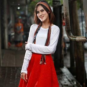 Beauty smile on street by Mardi Tri Junaedi - People Portraits of Women ( #beautygirl, #rainyday, #white, #smile, #beautyonstreet, #contrast )