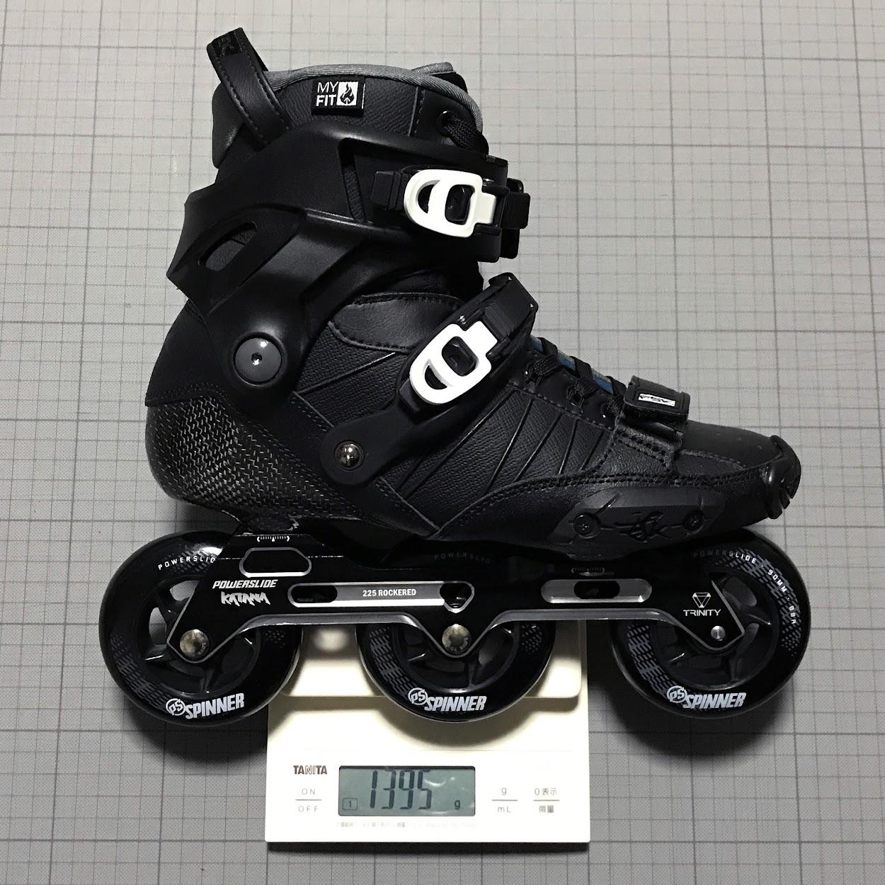 EU40のブーツ片足分の総重量:749g