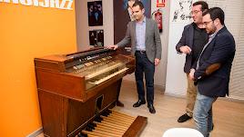 Visita a las instalaciones de Clasijazz del alcalde y el concejal de Cultura.