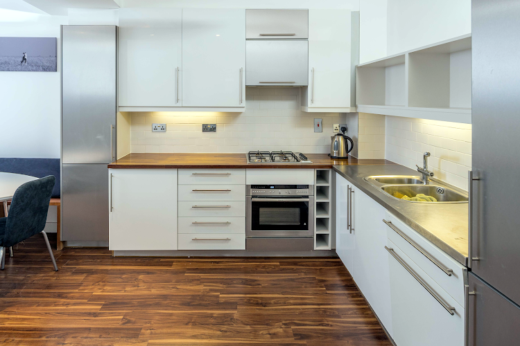 Fully equipped kitchen at Clerkenwell Deluxe Goswell