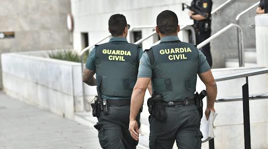 Agentes de la GC acceden al Palacio de Justicia