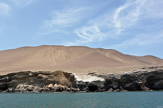 Photo: El Candelabro on the peninsula south of Paracas. Technically not difficult to explain how to dig that 200m long figure into the sand or lime stone. But it's not just heaps of sand as those would be quickly swept away by the wind.