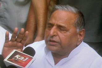 Photo: Mulayam Singh Yadav eyes Centre, claims to form Government in 2014 http://t.in.com/6rdE