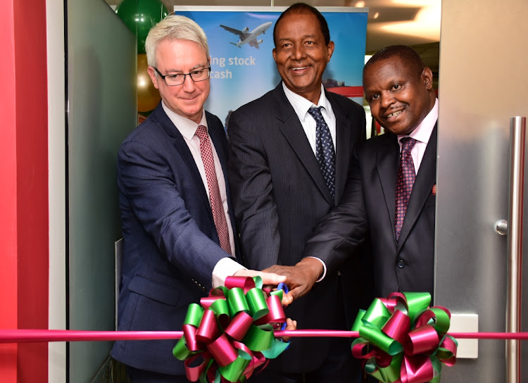 Kamukunji MP Yusuf Hassan Abdi cuts the ribbon to officially open the DIB Bank Kenya Eastliegh Branch. Looking on are the DIB Bank Kenya Board Director Michael Murphy and CEO Peter Makau/Courtesy