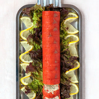 Roulade de Saumon aux Crabes des Neiges (Smoked Salmon Stuffed with Cottage Cheese and Crab).