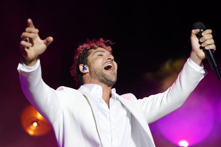 """David Bisbal cerró el concierto con la canción """"Ave María"""""""
