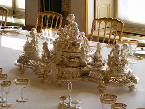 Photo: A centerpiece from the table. An information sign notes that exquisite objects such as this (typically from the 19th century) are used rarely - typically only for State dinners.