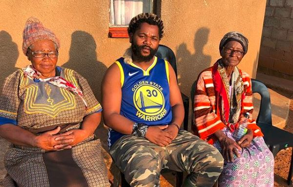 Watch Sjava S Mom Sang His Song Uthando On Stage Everyone Melted