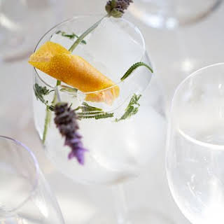 Spanish-Style Gin-Tonic with Lavender and Grapefruit.