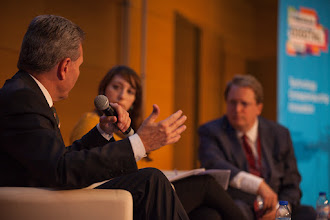 Photo: Günther Oettinger, European commissioner for digital economy and society; Zoya Sheftalovich, technology reporter at Politico, and Paul Hofheinz, director of the European Digital Forum