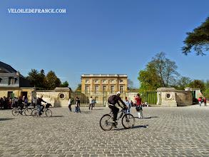 Photo: Le Petit Trianon à Versailles, demeure de la Reine Marie-Antoinette - e-guide balade à vélo dans Versailles et son parc par veloiledefrance.com