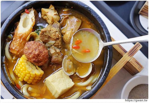 按摩麻油雞搬進咖哩店,澎拜用料份量十足、白飯吃到飽,只有冬季限定呦!!