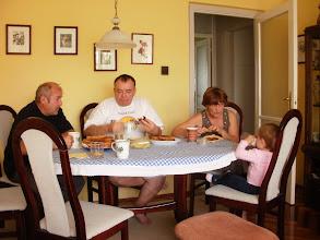 Photo: reggeli: egyik tata, másik tata, mama