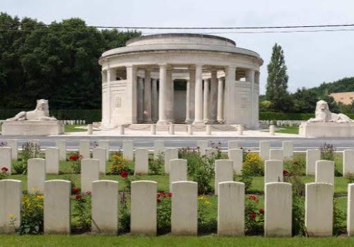 Hugh     Burns  DCM MM grave