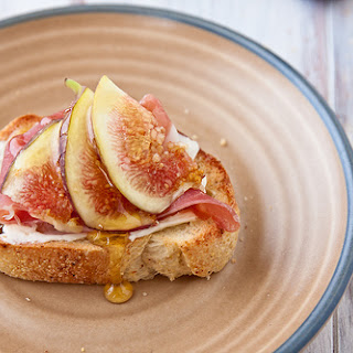 Crostini with Fig, Prosciutto, and Goat Cheese Recipe