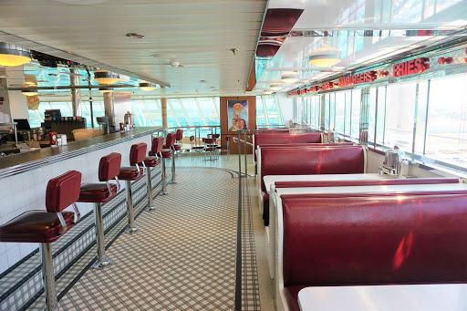 Majesty-of-Seas-Johnny-Rockets.jpg - A quiet time at Johnny Rockets on Majesty of the Seas.