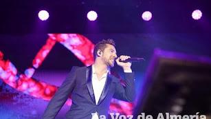 El cantante almeriense, en el inicio de su gira en Roquetas de Mar