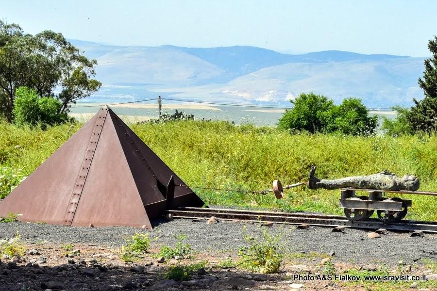 Скульптура израильского скульптора Игаля Тумаркина возле крепости Кохав Ха-Ярден. Экскурсия в Израиле.