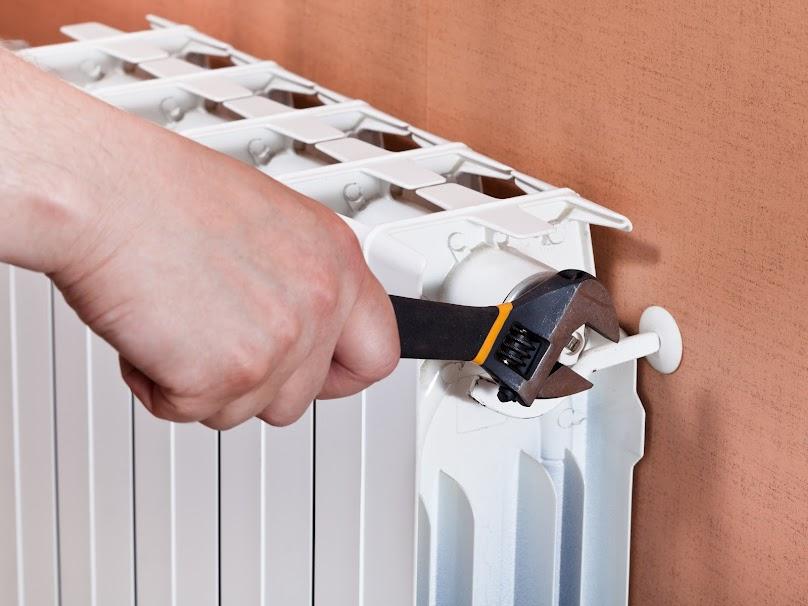 Termostat grzejnikowy pozwala ustawić wysokość temperatury, do której ma być ogrzane pomieszczenie.