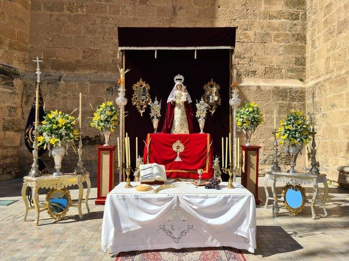 Altar de las Angustias, en la fachada de la Catedral.