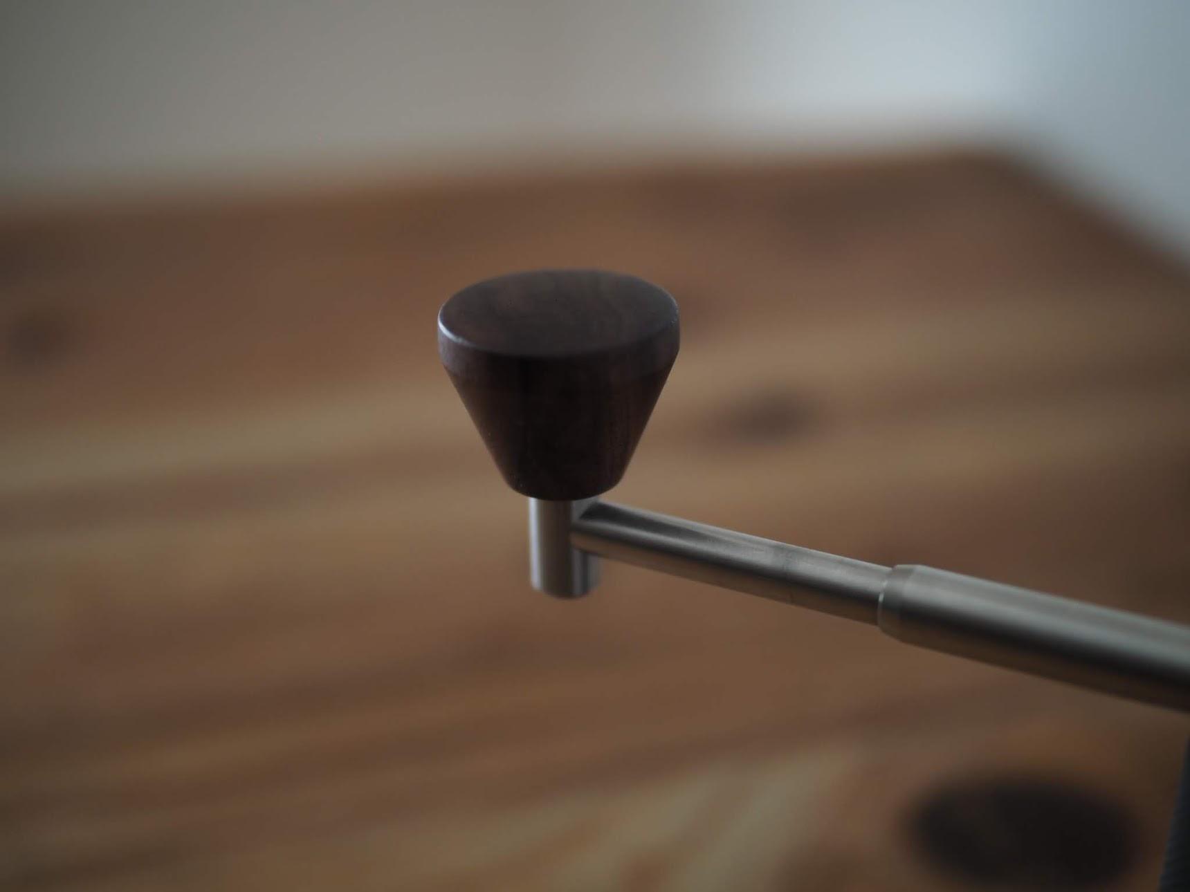 ウォルナット製のハンドルノブ