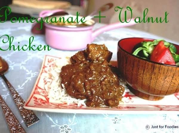 Chicken In Pomegranate & Walnut Sauce Recipe