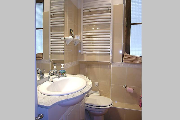 st germain serviced apartment bathroom