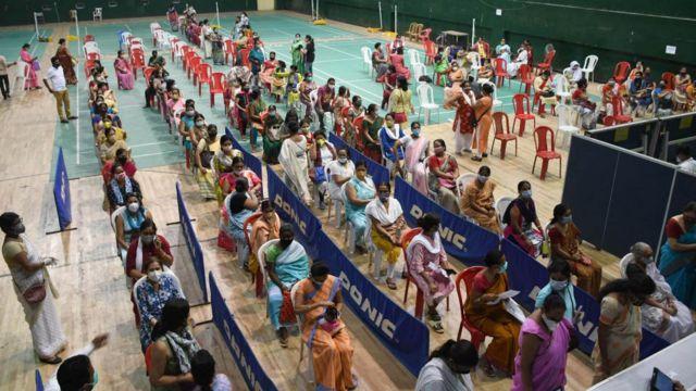 Центр вакцинации для женщин в Индии