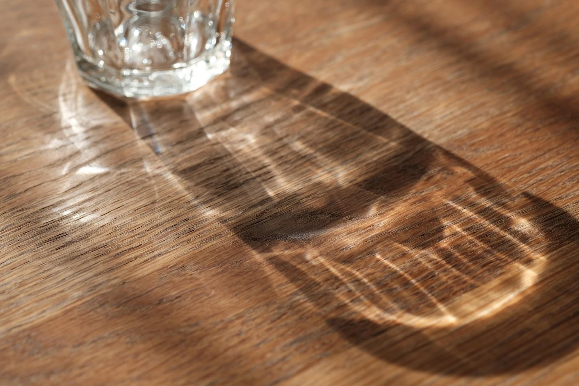 XF60㎜で撮ったコップの影。