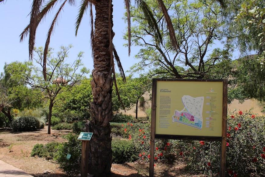 Cartel anunciador del Jardín Botánico de Rodalquilar.