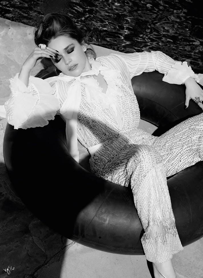 Эмилия Кларк в фотосессии Violet Grey, комбинезон