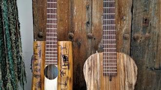 El artesano diseña y elabora instrumentos musicales y objetos decorativos.